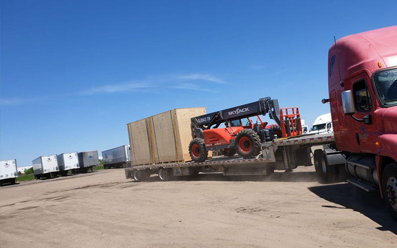 Step Deck Equipment - Wilson Trailer Premier All Aluminum Step Deck is a full capacity product able to carry any shipment at Falcon.